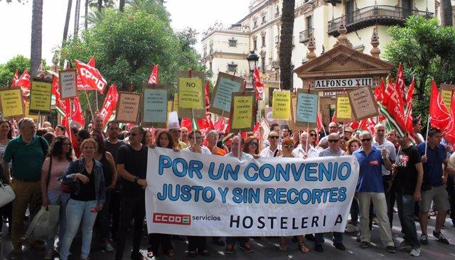 Nota De Prensa Y Foto. Concentración Por El Convenio De Hostelería En Sevilla