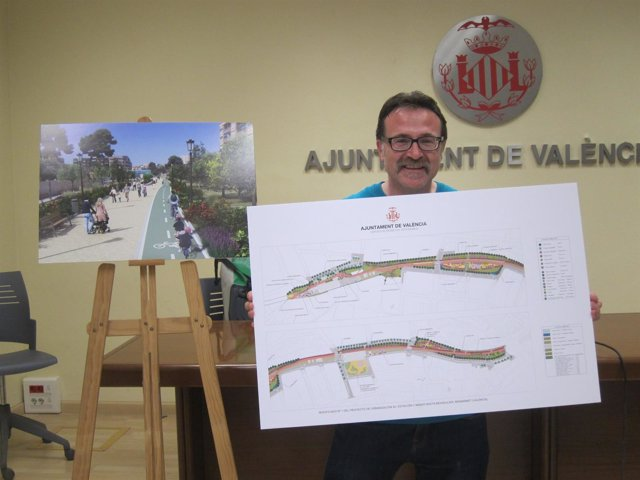 Grezzi con el plano y la imagen de la modificado del Parque Lineal de Benimàmet