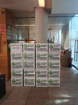 Varias cajas con firmas de la ILP
