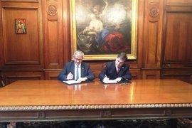 El rector de de Oviedo impulsa la colaboración con las universidades de Chile y Católica de Chile