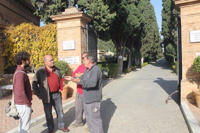 Moreno con los trabajadores.