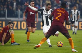 La Juventus busca llegar sin sustos a Cardiff en la jornada del adiós giallorosso de Totti