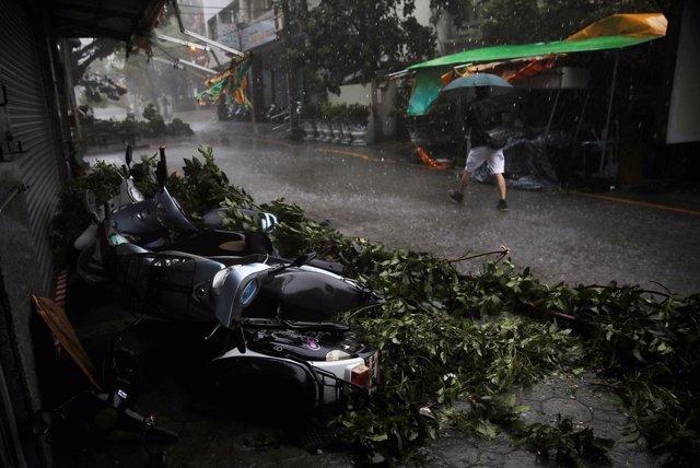 Tifón 'Megi' por la isla de Taiwán