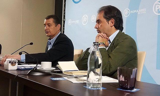 Antonio Sanz y Antonio Saldaña, presidente y secretario general del PP de Cádiz