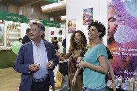 """Revilla ve en la producción ecológica el futuro de """"muchísimas familias"""" de la región"""