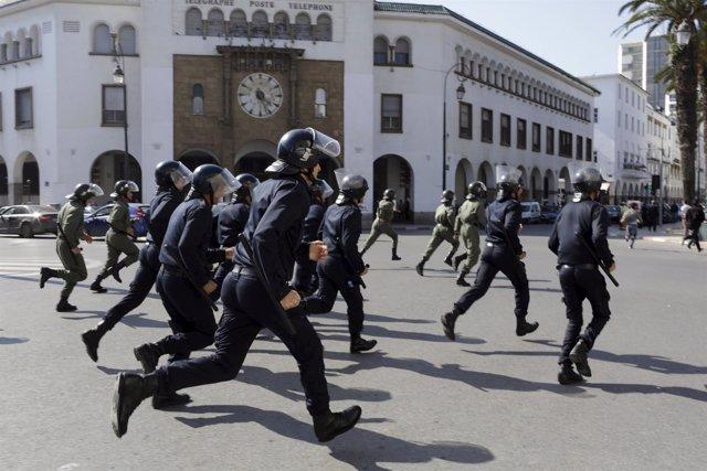 Policía antidisturbios en Rabat