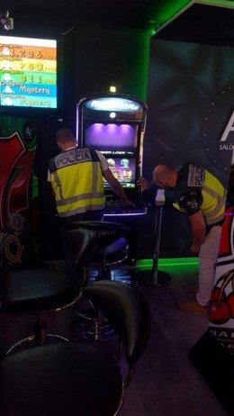 Los detenidos sacudían las máquinas con violencia para obtener las monedas