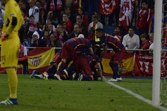 Celebración del 1º gol del Barcelona en la final de la Copa del Rey 2016