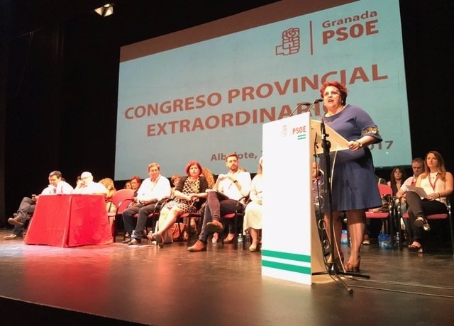 La secretaria del PSOE de Granada, Teresa Jiménez, en congreso para el federal