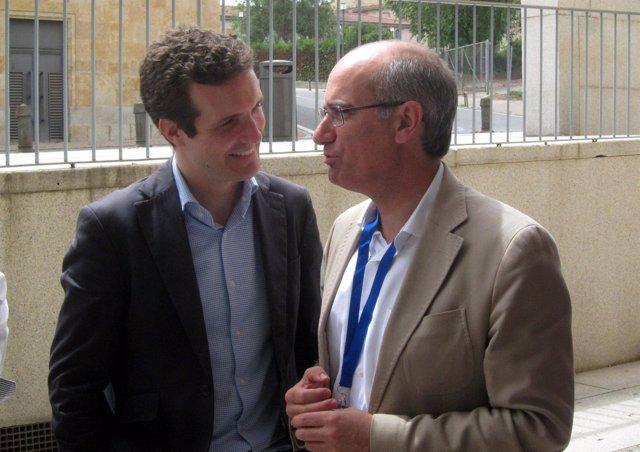 Salamanca.- Casado e Iglesias conversan en un receso