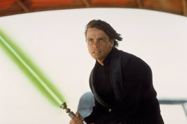 Star Wars: Revelado por qué el sable láser de Luke Skywalker cambia de color en El retorno del Jedi