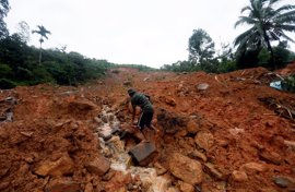 Sri Lanka pide ayuda internacional mientras los muertos por inundaciones ya rebasan los 110