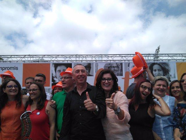 La vicepresidenta y cargos de la coalición en la fiesta en València