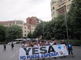 """Una manifestación reclama en Pamplona la """"paralización"""" del recrecimiento de Yesa"""