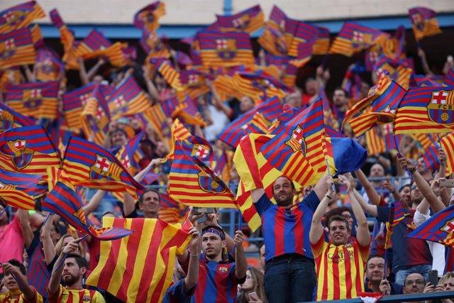 Afición del FC Barcelona en el Vicente Calderón en la final de Copa