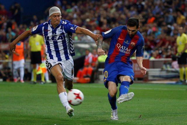 Marcos Llorente ante Lionel Messi en la final de Copa