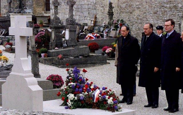 El expresidente Jacques Chirac junto a Phillipe de Gaulle y Jean de Gaulle.