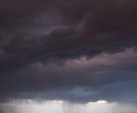 Leve descenso de las temperaturas y algunas tormentas este domingo