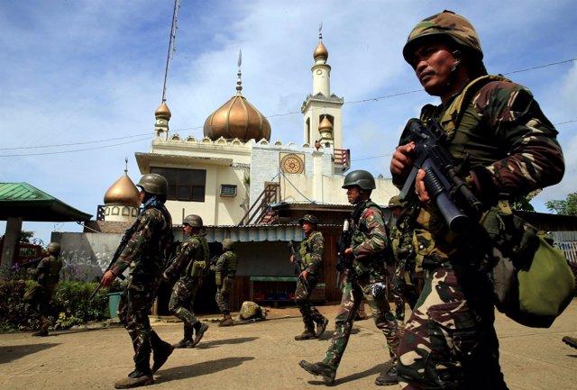 Soldados en Marawi, Filipinas, donde se cree que está el líder de Abú Sayyaf