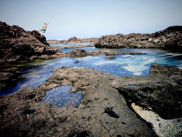 Las diez piscinas naturales m s impresionantes de espa a for Piscinas naturales la adrada