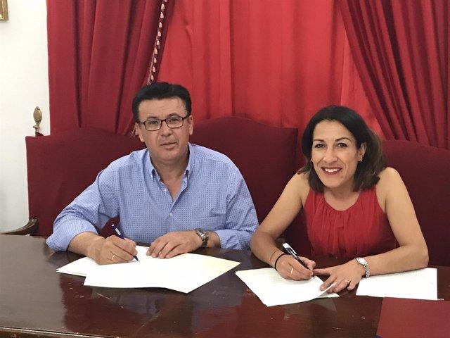 Firma de convenio entre Epremasa y el Ayuntamiento de Iznájar