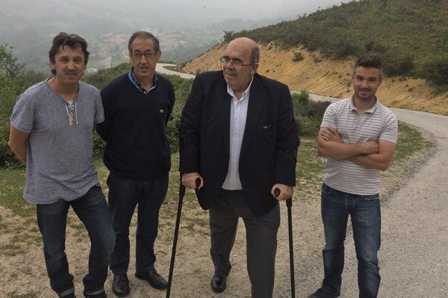 Jesús Oria visita dos mejoras de caminos rurales en Rionansa
