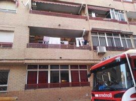 Un incendio en Torrevieja afecta a una familia con tres hijos menores por inhalación de humo