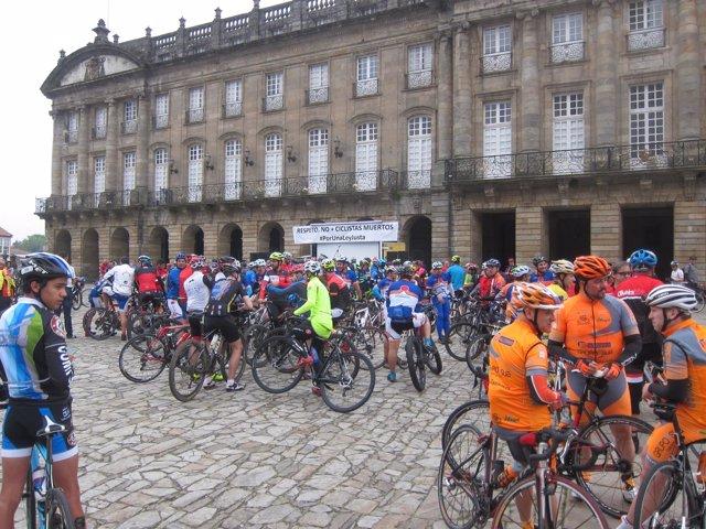 Concentración de ciclistas en Santiago