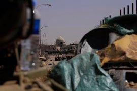 Milicianos del Estado Islámico ejecutan a doce civiles dentro de un hospital de Mosul asediado por el Ejército