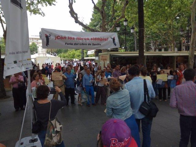 Movilización en el marco de la Feria del Libro de Sevilla