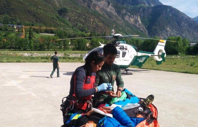 Rescatados tres montañeros heridos en el corredor Estasen.