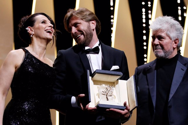Ruben Östlund recibe la Palma de Oro del Festival de Cannes