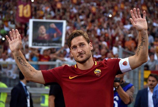 La Roma conserva la segunda plaza de la Serie A en el adiós de Totti