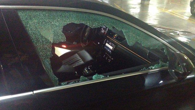 Así quedó la ventanilla del VTC atacado.