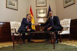 Pedro Sánchez llama a Rajoy y le traslada que el PSOE estará en la defensa de la legalidad y la Constitución en Cataluña