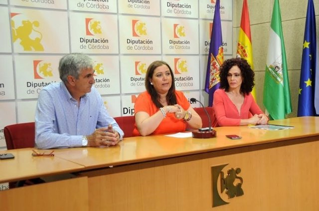 Carrillo, entre Alcaide y Osuna, en rueda de prensa