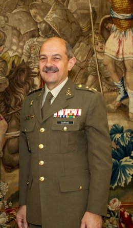 El teniente general Juan Campins