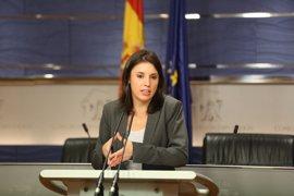 """Podemos pide a Pedro Sánchez que rectifique y que no """"preste"""" un diputado a Rajoy para los Presupuestos"""