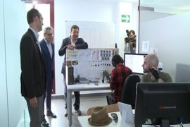 """Vara visita un estudio de animación en Almendralejo (Badajoz) del que destaca que pone a la región """"en el mapa"""" del cine"""
