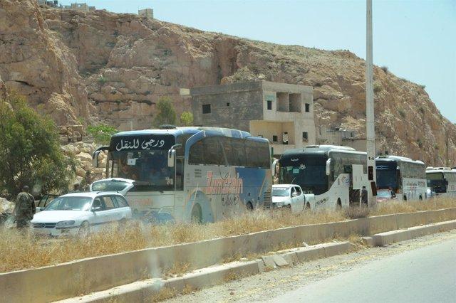 Evacuación de milicianos rebeldes de Barzeh, en Damasco