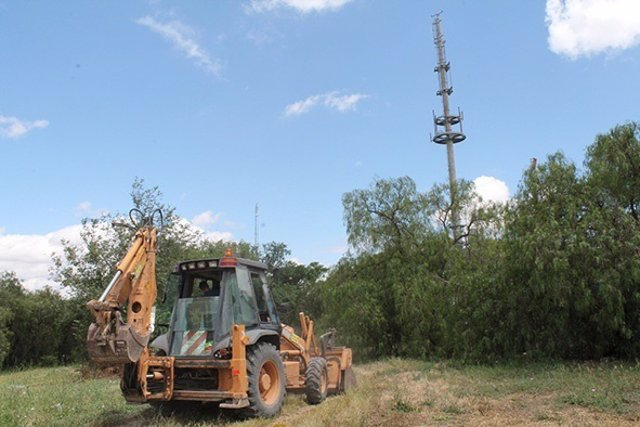 Primeros trabajos en la torre de antenas de Gelves.