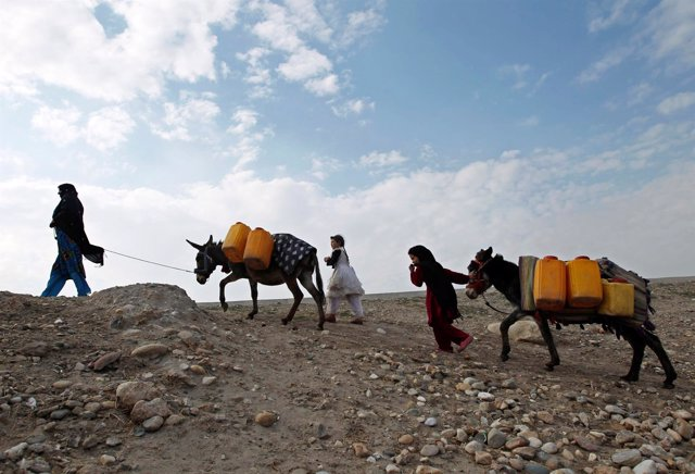 Familia de desplazados internos en Afganistán