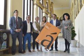 El escritor aragonés Manuel Vilas gana el premio de poesía Manuel Alcántara