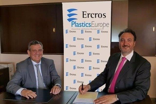 Jefe productos PVC de Ercros, Rafael Mancho,y jefe ibérica PlasticsEurope