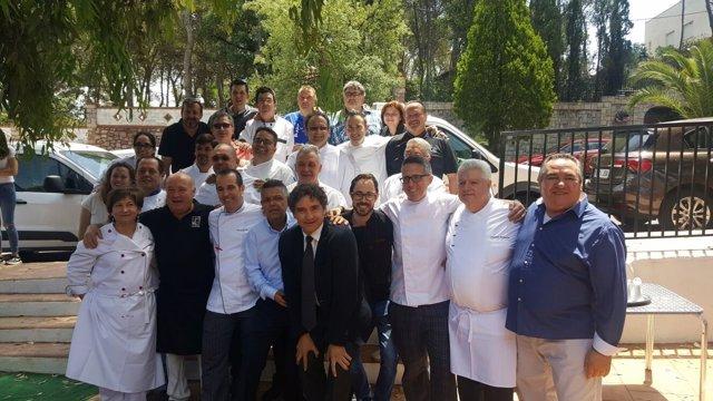 Colomer junto a cocineros valencianos