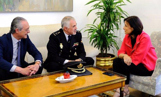 La alcaldesa recibe al nuevo jefe superior de Policía