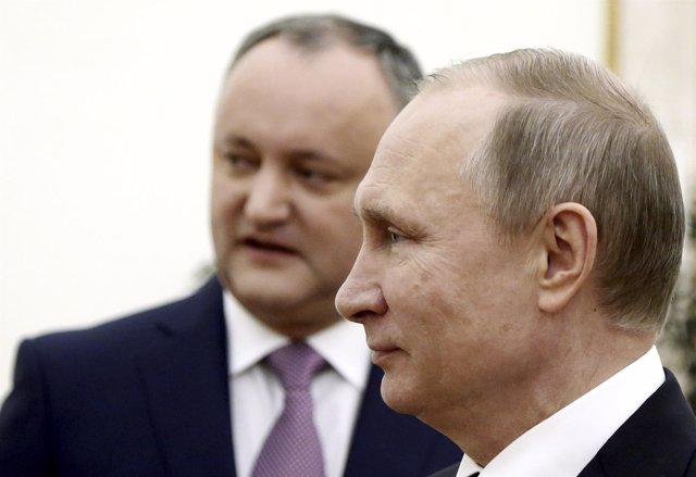 El presidente ruso, Vladimir Putin, y el moldavo, Igor Dodon