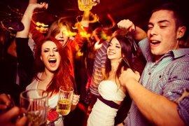 ¿Los jóvenes felices beben menos?
