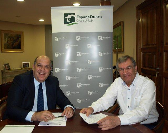 Abdallah Al Kassam y José María Fuentes, en la firma del convenio.
