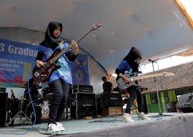 Una banda de heavy musulmana y femenina de Indonesia desafía todos los estereotipos